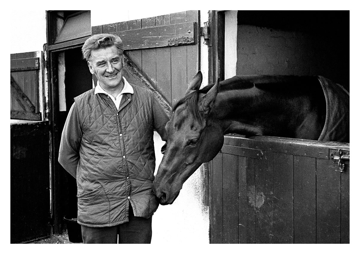 Ginger McCain with Red Rum in the yard in Southport